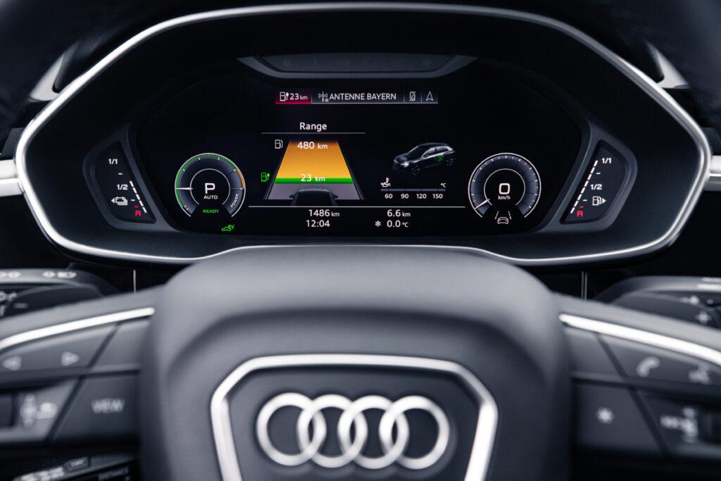 Audi Q3 plug in display