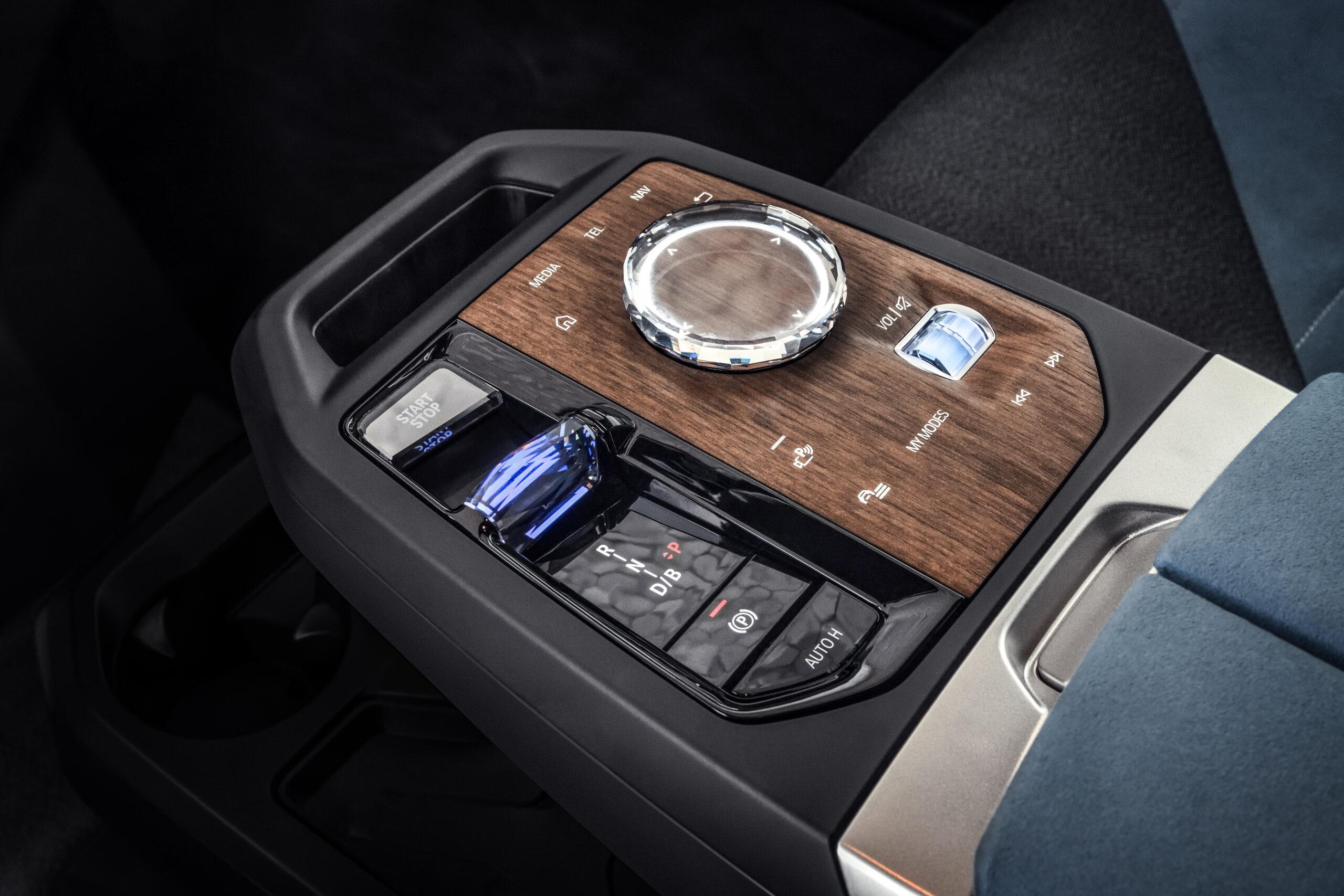BMW iX midterkonsol