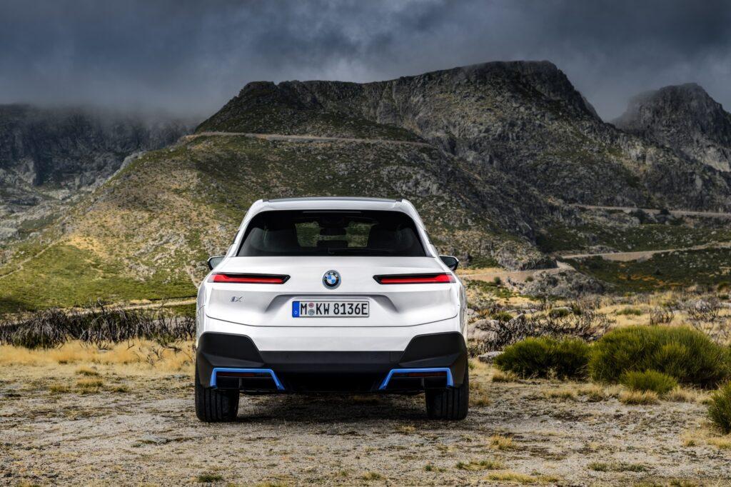 BMW iX bagende